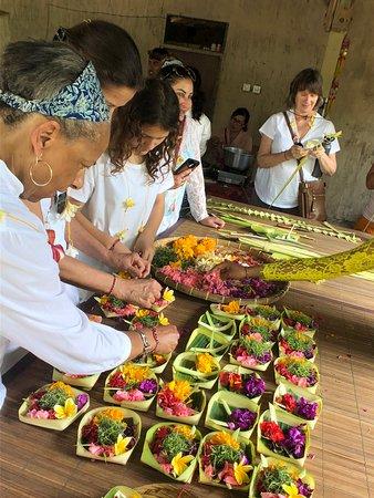Five Pillar Experiences: making offerings baskets