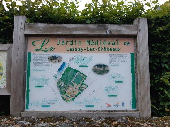 Lassay-les-Chateaux, ฝรั่งเศส: Jardin medieval