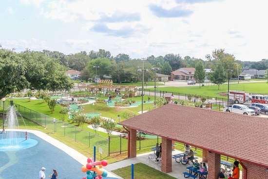 Bayou Vista, หลุยเซียน่า: Ranked as the #3 mini golf course in Louisiana, Noah's Adventures takes guest on a magical tour featuring water, the ark, and of course the animals!