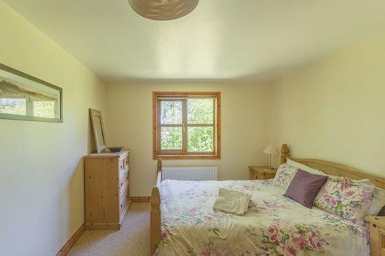 Herrington Park Holiday Log Cabins York: Master bedroom with en suite shower room.