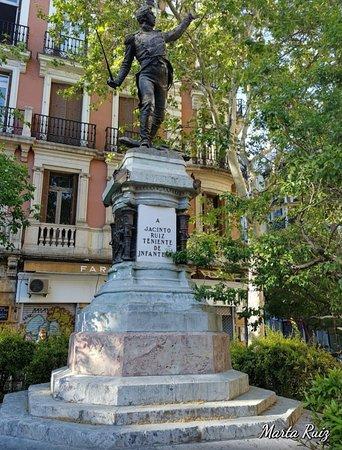 Estatua del Teniente Jacinto Ruiz