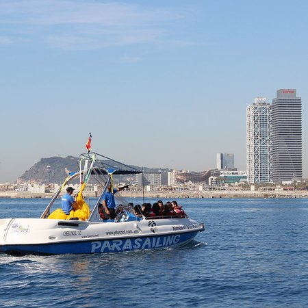 barco de parasailing de jetscoot en barcelona