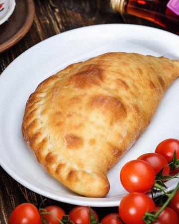 Гурулі з зеленю🥬 - це неймовірно ніжне тісто із вершковим сиром🧀, яйцем 🥚та зеленню. Ціна : 65 грн. 🇬🇪 🇬🇪 🇬🇪 🇬🇪 #унасдорогілишегості #Хінкальня #грузинська_кухня #хінкальняужгород #салати #супи #2страви #холоднізакуски #хінкалі #хачапурі #мангал #соуси #шоті #десерти #вино #чача #кава #чай #кухня #розіграш #затишок #камін #uzhhorodgram #хінкальняужгород #hinkali #khachapuri #хорчула #спеції #розіграш2019 #гості #коктейлі