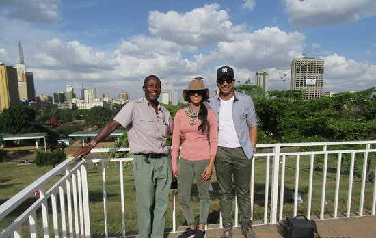 Boundless Africa Journeys: Our guide Shadrack with satisfied guests