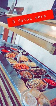"""Saint-Ebremond-de-Bonfosse, Francja: Restaurant brasserie """"ô Saint Ebre""""   Buffet d'entrées à volonté ;-)"""
