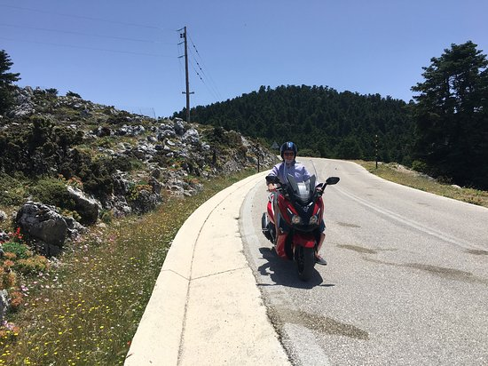Op weg naar hoogste berg Ainos