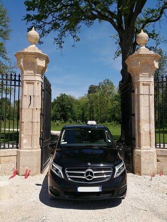 Charette-Varennes, ฝรั่งเศส: Voici l'entrée du Château de Varennes à Charrette Varennes Magnifique ….http://chateaudevarennes.net/