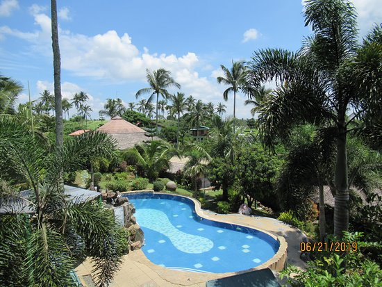 Silang, Filipiny: Gratchi's Getaway - Great view of the swimming pool