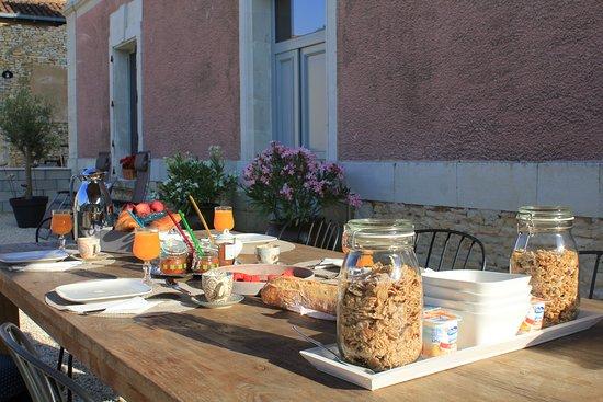 Angliers, Frankrijk: Ontbijt