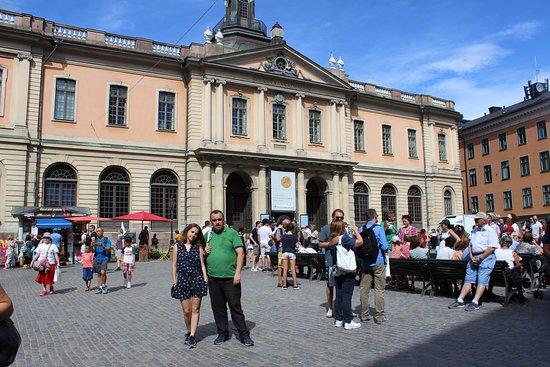 Площадь Стурторьет. Сзади здание Шведской академии и музея Нобеля.