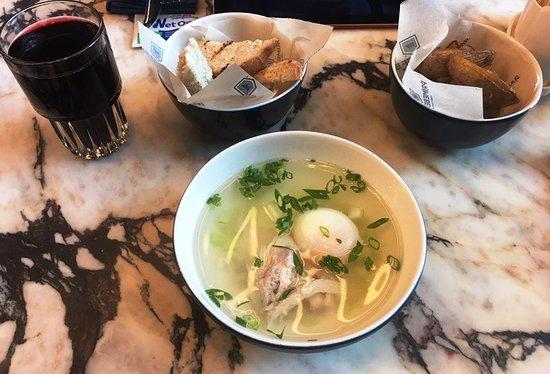 Самый простой ланч: суп, салат (картошка в нашем случае), напиток