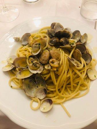 La Caraffa: Spaghetti alle vongole, buone le vongole, pessimo l'olio