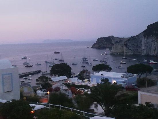 Ponza Island, Italy: Panoramica dalla terrazza del ristorante