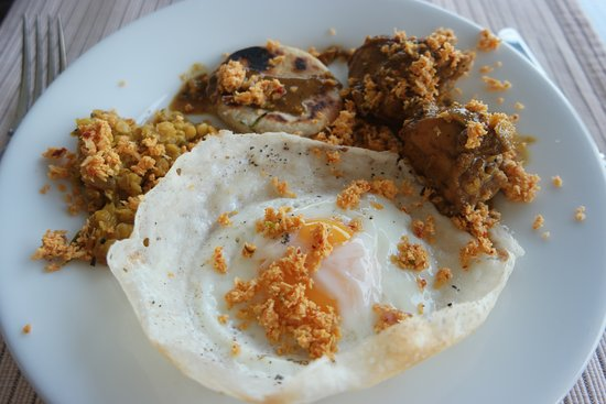 Ceylon Tea Trails - Relais & Chateaux: Tientsin Bungalow - Sri Lankan Breakfast