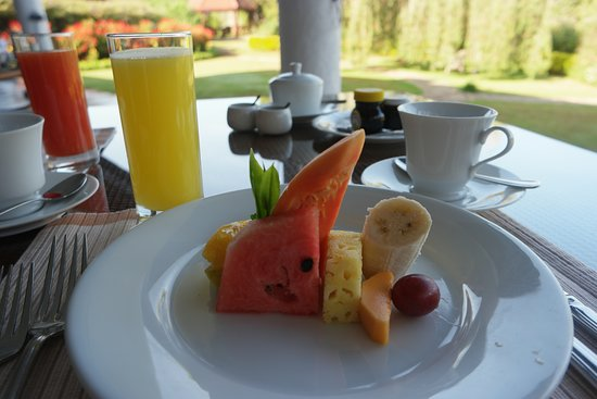 Ceylon Tea Trails - Relais & Chateaux: Tientsin Bungalow - Fresh Fruit and Juices