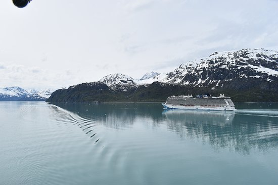 Passing a cruise ship in Glacier Bay