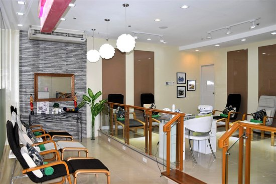 THE 10 CLOSEST Hotels to Mich & Myl Nails SM City Fairview ...