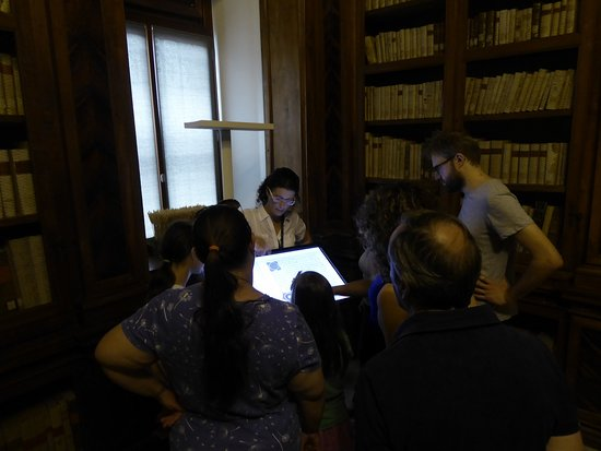Biblioteca Guarneriana: discussing the collection (tour)