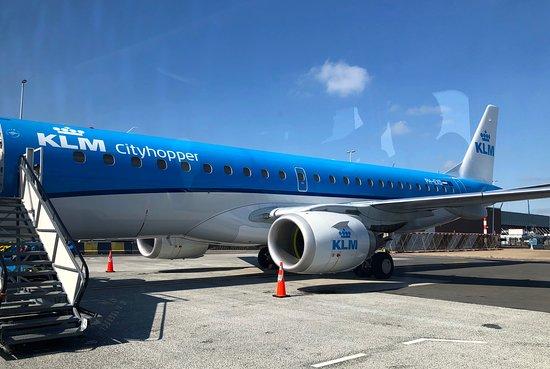KLM Royal Dutch Airlines: Unsere Embraer ist zum Einsteigen bereit