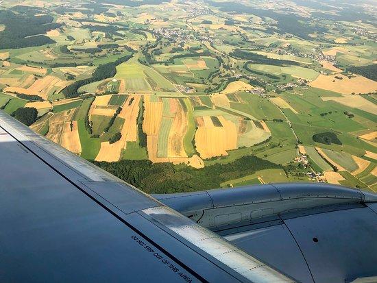 KLM Royal Dutch Airlines: Ein kurzer Flug über schöne Auen hinweg