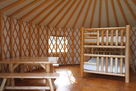 Fernie RV Resort: Yurt take and double queen bed.