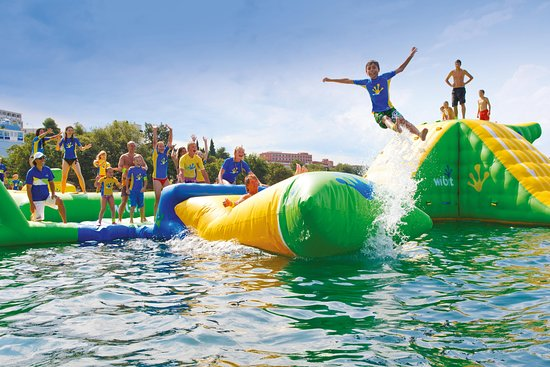 Hoopla Island - A Wibit Water Park