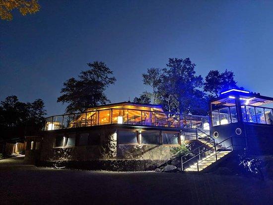 Ven a disfrutar de un restaurante de montaña que tiene para ti, excelentes preparaciones en un ambiente increíble rodeado de naturaleza...