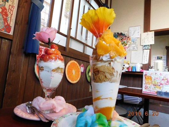 Fruit Parlor Kakunodate Sakaiya: さくらんぼだらけパフェと宮崎マンゴーだらけパフェ