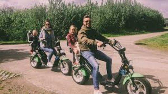 Heinkenszand, Holandia: e-chopper met kinderzitjes