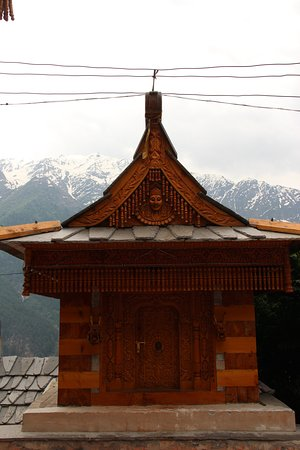 Sangla, Indien: Really old constructions against a beautiful landscape