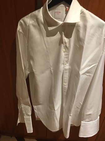 InterContinental Doha The City: I said the quality was not acceptable.. the manager said it was.. i asked for the shirt ot be starch and place on a hanger