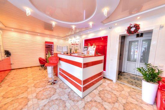 """Truskavets, Ucrania: Центр здоров'я """"Стрекоза"""" пропонує повний спектр послуг для Вашої краси та здоров'я. Наш салон - це особлива територія краси і професіоналізму, де культивуються естетика, комфорт і умиротворення. Ми робимо все для того, щоб після відвідин нашого центру клієнти залишилися задоволені і обов'язково повернулися до нас знов!  Послуги салону краси """"Стрекоза"""" включають в себе всі можливі способи догляду за тілом, адже ми пропонуємо: консультації кваліфікованих лікарів, масаж, ліфтинг, пілінг, мезотерап"""