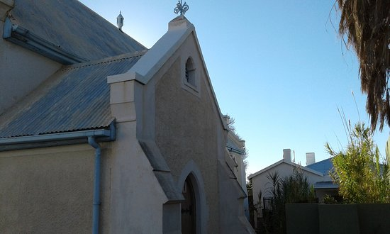 No bell tower at entrance! Many churches designed by Sophy Gray are like this!