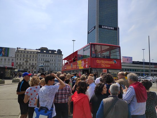City Sightseeing Warsaw Hop-On Hop-Off Bus Tour: The crowed swarming to the second bus that came in after being told be the driver of the first that he was not picking up.