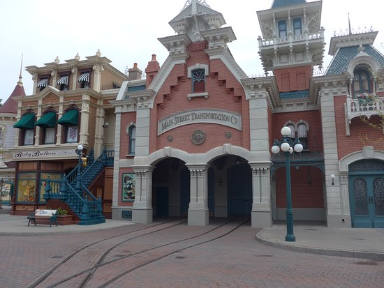 Disneyland Paris @Trainhouse inside the park. Amazing to see. We visited back in April 2019 and we will return.