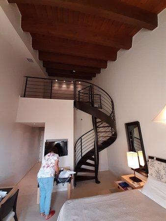 Greenblu Marinagri Hotel & SPA: La camera con il soppalco, ampia e luminosa