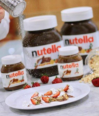 Когда появилось желание съесть что-нибудь сладкое - чем же можно угодить взрослым и детям? Нутелла 🍫- итальянское лакомство, перед которым трудно устоять! Ее можно не только намазать на свежий батон аппетитного хлеба🍞, но также и использовать в приготовлении выпечки🍪, панкейков. Заходите в @eatalymoscow наслаждаться нашими сладостями!