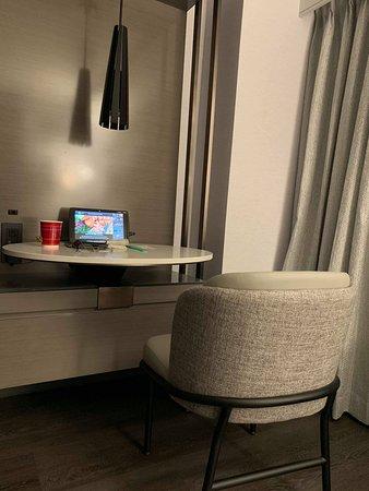 Một khách sạn tốt, địa điểm thú vị nhưng dịch vụ còn đắt đỏ