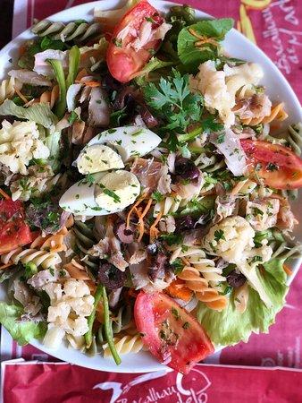 Restaurante Bacalhau De Martelo: Bacalhau com Salada de Folhas Verdes