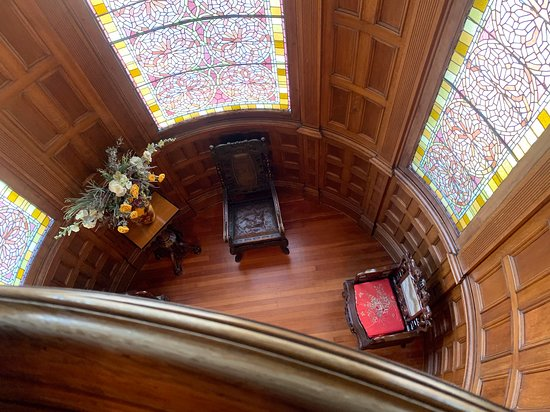 Craigdarroch Castle in Victoria: Looking down on a small parlor