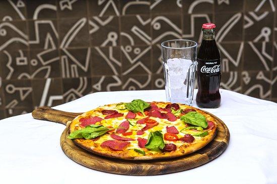 Faros Beach And Restaurant: Faros Pizza