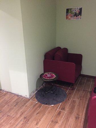 Fontenay-aux-Roses, ฝรั่งเศส: sale d'attente spa avec fauteuils sales ...