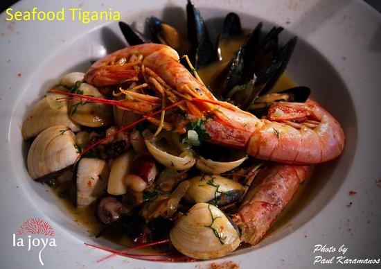 La Joya: Seafood stir-frying