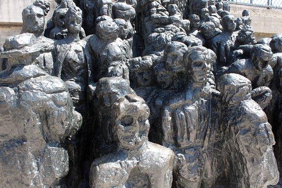 Sculpture La Foule