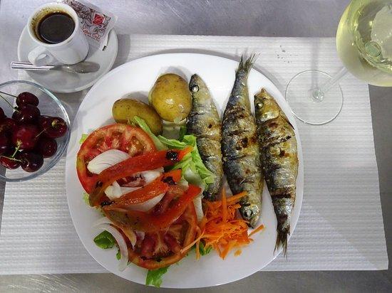 Lisbon, Portugal: Quem resiste à bela sardinha? Menus económicos com prato do dia, bebida, sobremesa e café