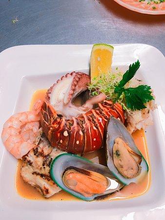 Sails Restaurant & Bar: A Seafood Lover's Dream.