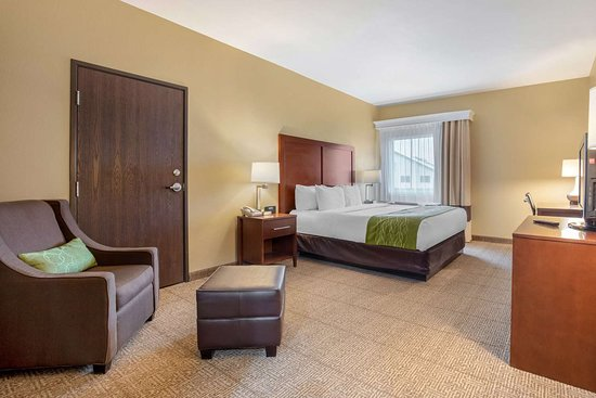 Comfort Inn Willow Springs: Guest room with king bed(s)