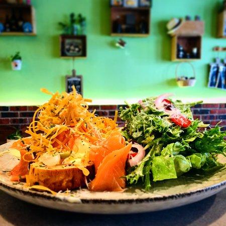 Bareeseta Coffee House: Traditioner smoked salmon egg benedict.