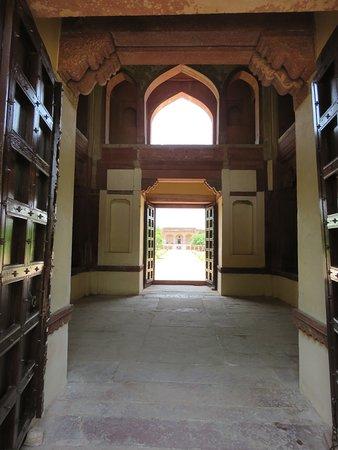 Sikandra, อินเดีย: Kanch Mahal