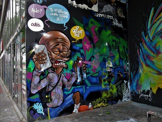 """Fresque """"Graffeur au téléphone"""""""